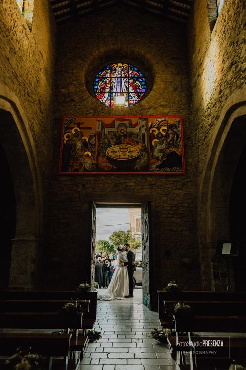 la-navata-di-una-chiesa