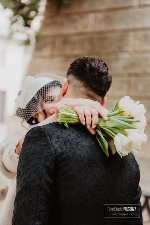 un-abbraccio-degli-sposi