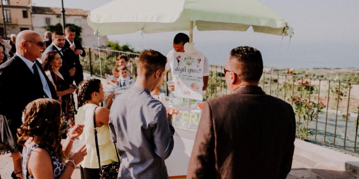 Matrimonio Spiaggia Brindisi : Brindisi o aperitivo fuori la chiesa per il tuo matrimonio g