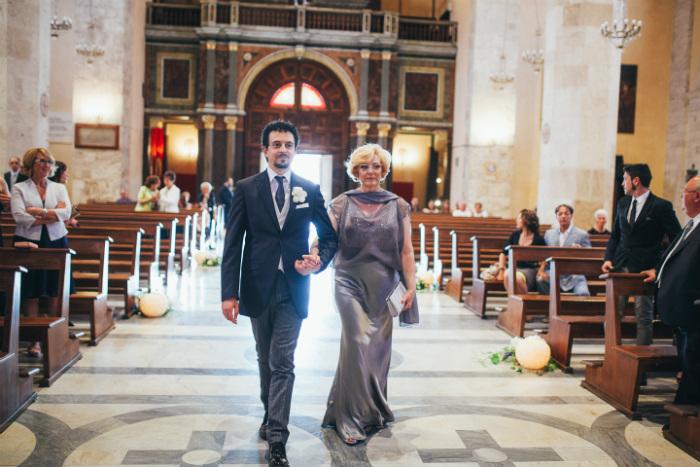 987a6685b903 Lo sposo in Chiesa  il suo arrivo