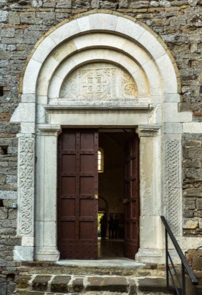 portale del chiostro san giovanni in venere