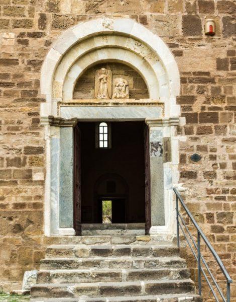 porta laterale san giovanni in venere
